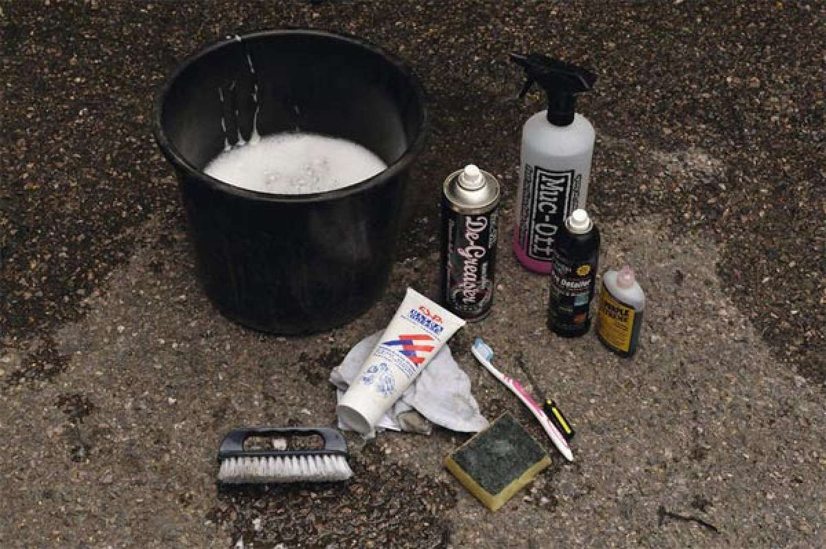 Cómo limpiar y lubricar correctamente la transmisión de la bicicleta