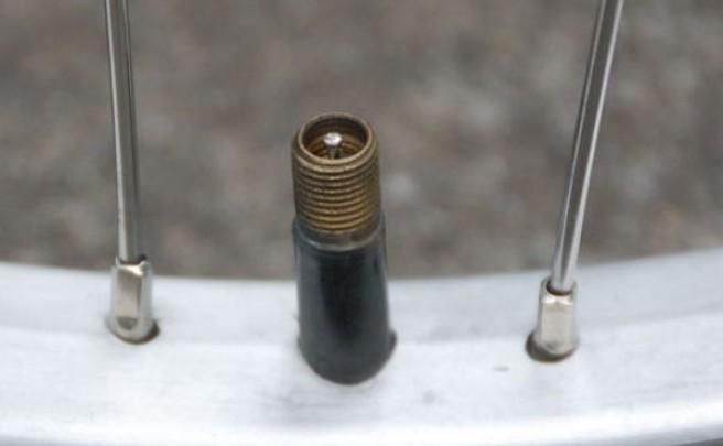 Presta vs. Schrader ¿Qué válvula funciona mejor para practicar Mountain Bike?