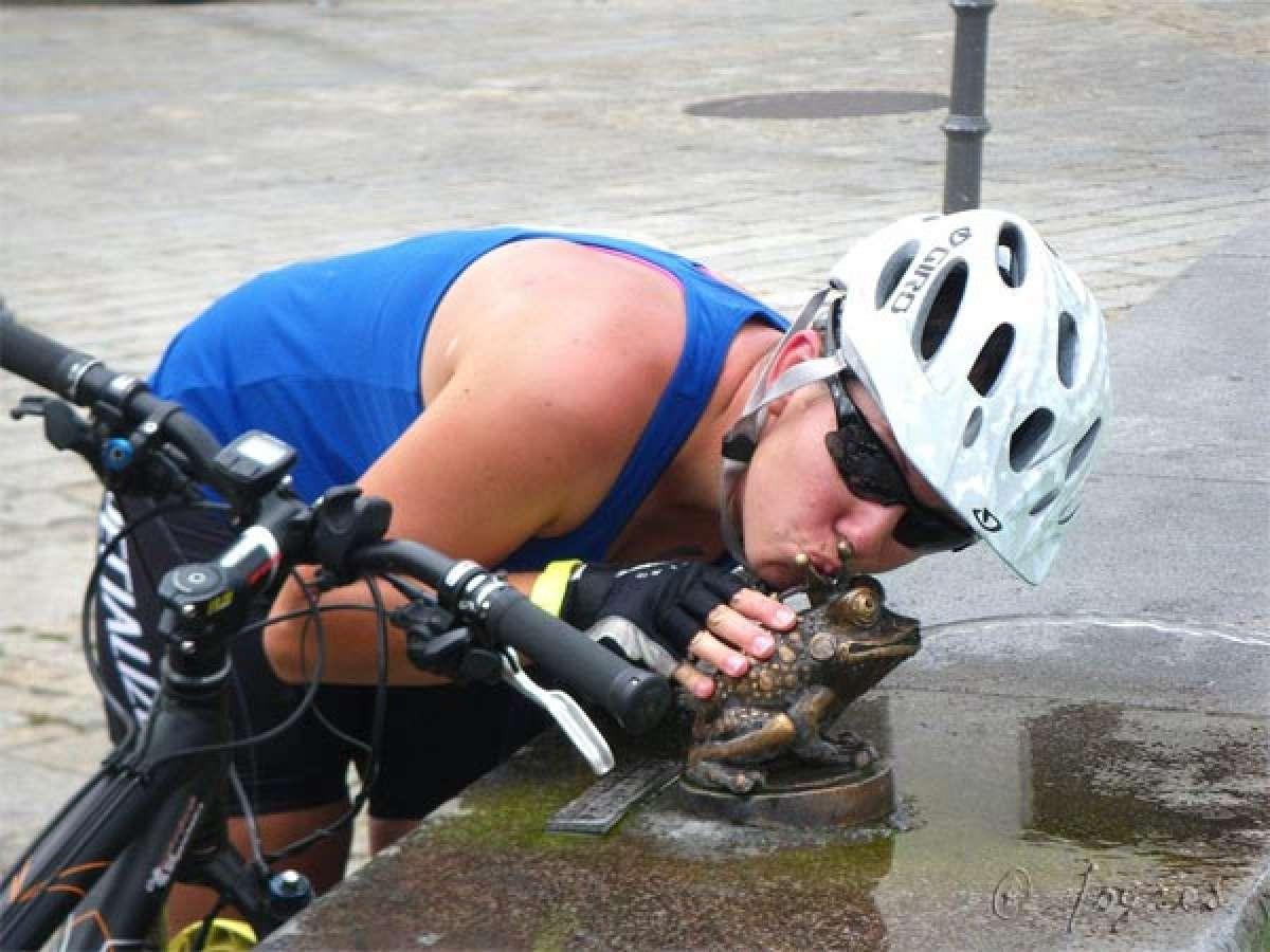 Los efectos del calor en nuestros entrenamientos en bicicleta. ¿Beber o refrescarnos?