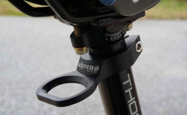 Cierres de tija y espaciadores de dirección con abre-botellas incorporado de Ahrens Bicycles