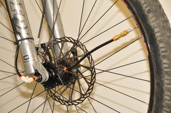 Adaptrac, un regulador de presión de ruedas para bicicletas Mountain Bike. ¿Adiós a las bombas de aire?