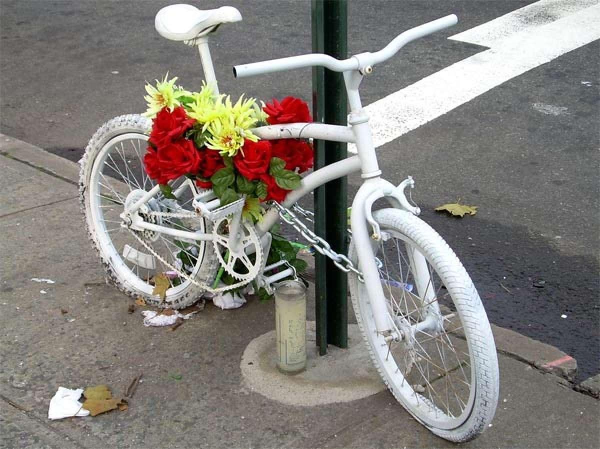Las bicicletas fantasma. Un curioso homenaje póstumo a los ciclistas fallecidos en ruta