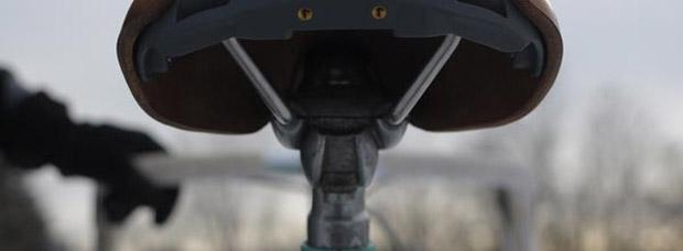 La bicicleta: la principal causa de lesiones en los genitales seguida de cuchillas, tijeras y máquinas cortapelos
