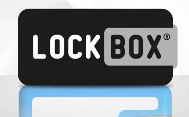 Lockbox, the portable safety box. Una práctica cartera de silicona diseñada para deportistas