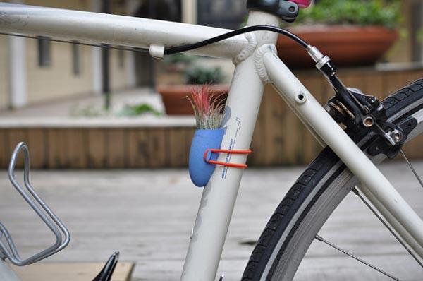 Para ciclistas muy ecológicos: Macetas portátiles para instalar en bicicletas