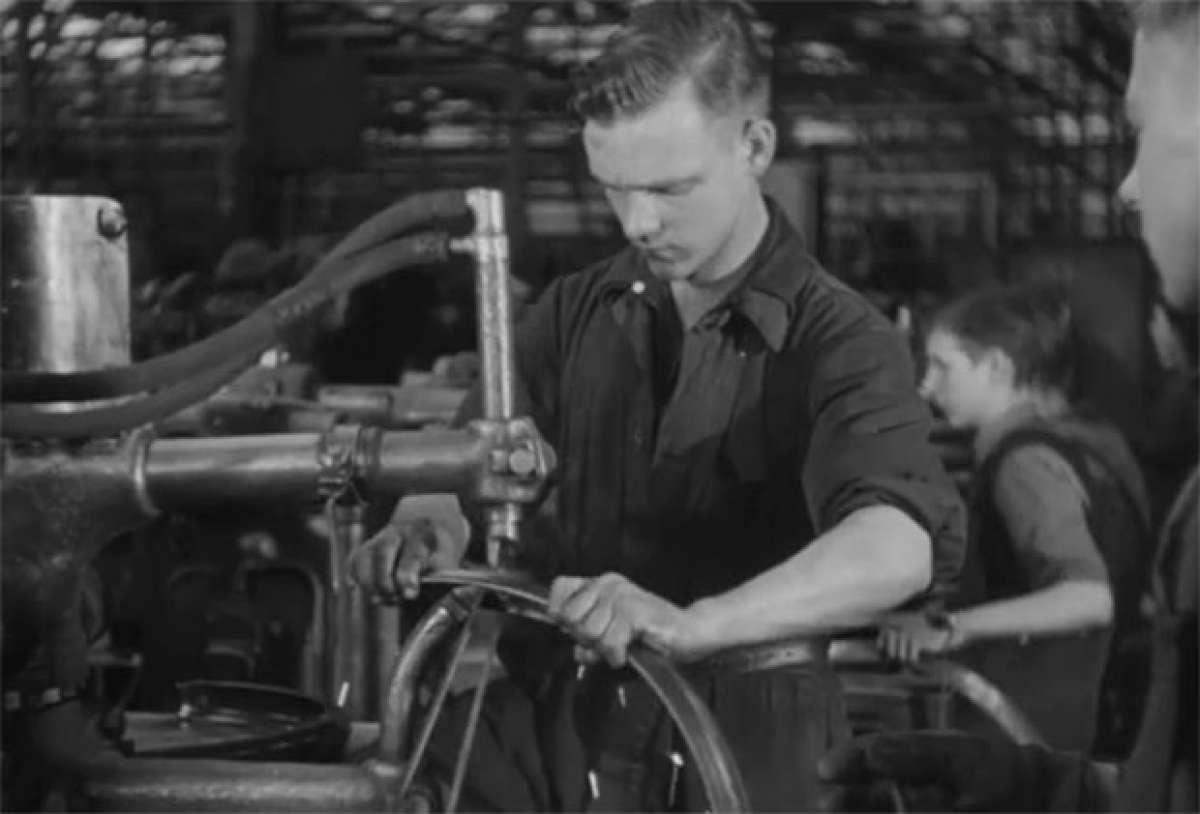 En TodoMountainBike: Cómo se fabricaba una bicicleta allá por el año 1945