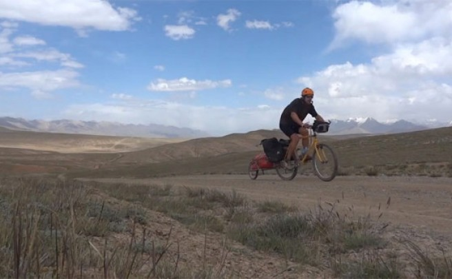 Video: 1.200 kilómetros de travesía en bicicleta por Kirguizistán (Asia)