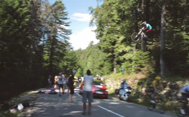Video: Un impresionante salto... sobre los ciclistas del Tour de Francia 2013