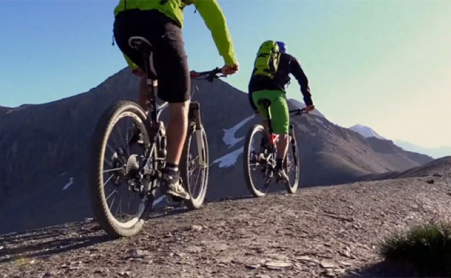 Video: Practicando Mountain Bike en el Paso de Sanetsch (Alpes, Suiza)