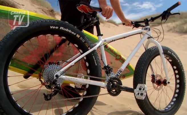 Video: Bicicletas FatBike, tablas de Surf y mucha, mucha diversión