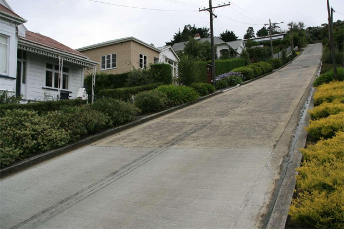 Video: Baldwin Street, la carretera pavimentada más empinada del mundo