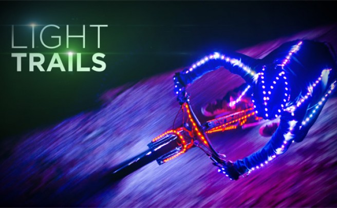 Video: 'Light Trails', una genial combinación de técnica, LEDs y bicicletas