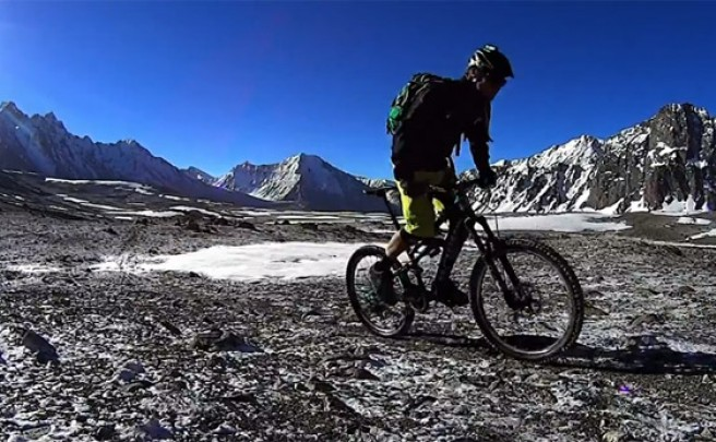 Video: Rodando con Matt Hunter por el inhóspito Corredor de Wakhan (Afganistán)