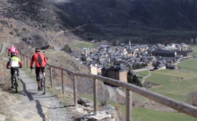 Video: Practicando Mountain Bike en Vall d'Àneu (Pirineos, España)