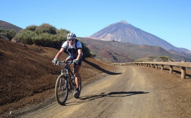 La foto del día en TodoMountainBike: 'Ruteando entre volcanes'
