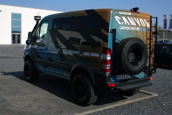 La espectacular furgoneta 4x4 del equipo Canyon Factory Enduro Team