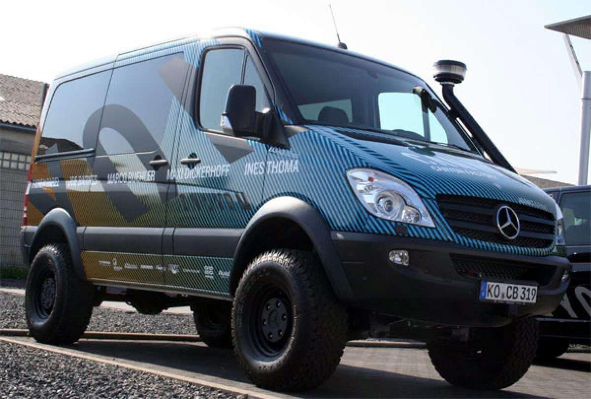 La espectacular furgoneta 4x4 del equipo Canyon Factory Enduro Team