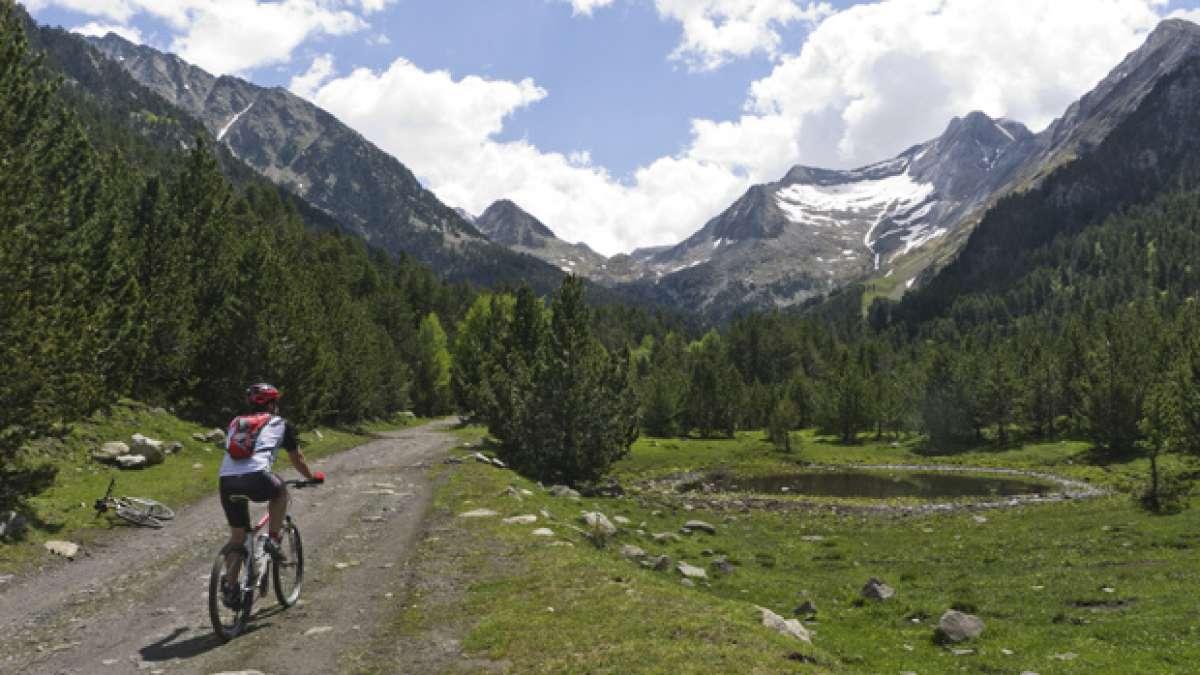 """La foto del día en TodoMountainBike: """"De ruta por el Valle de Benasque (Huesca, España)"""""""