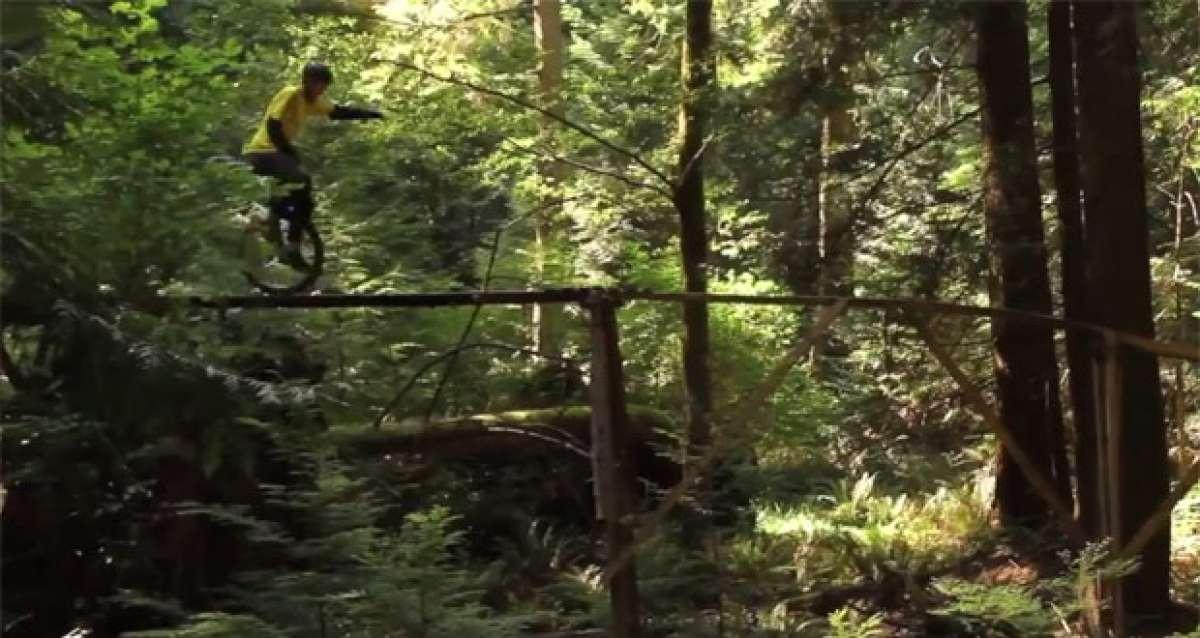 Video: Increíble técnica de Mountain Bike rodando con... ¡monociclos!