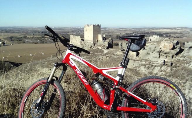 La foto del día en TodoMountainBike: 'En el Castillo de Oreja'