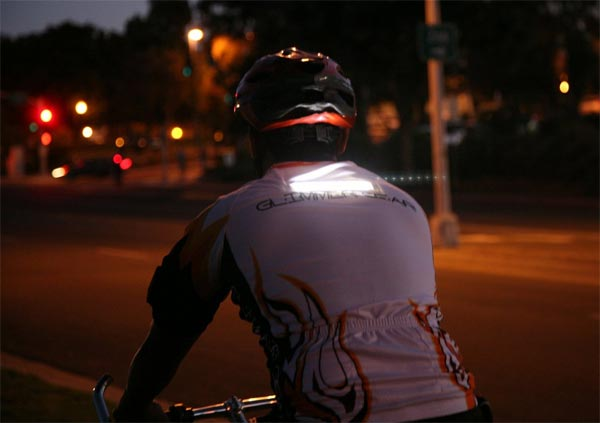 Glimmer Gear: Equipación para ciclistas con iluminación LED de alta visibilidad incorporada