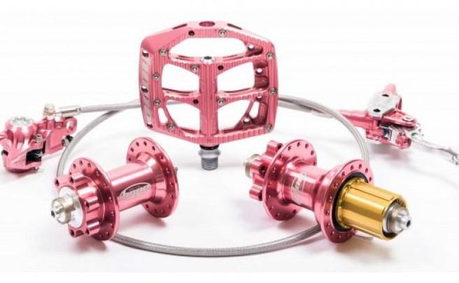 'Hope Pink': Nueva edición limitada de componentes Hope en un llamativo anodizado Rosa