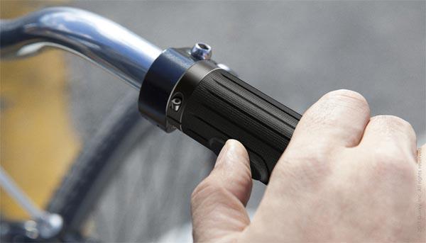 Indicator, unos puños para bicicleta con sistema luminoso LED de seguridad integrado