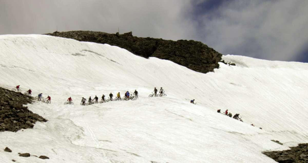 La foto del día en TodoMountainBike: 'Desfilando en Sierra Nevada'