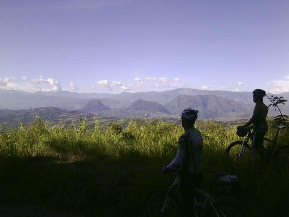 La foto del día en TodoMountainBike: 'Divisando el horizonte'