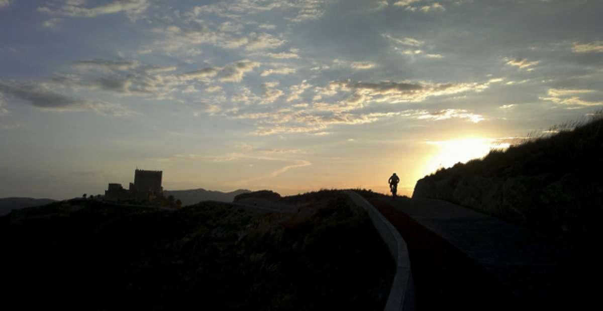 """La foto del día en TodoMountainBike: """"Atardecer en el Castillo"""""""
