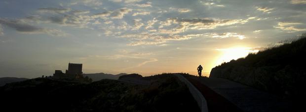La foto del día en TodoMountainBike: 'Atardecer en el Castillo'