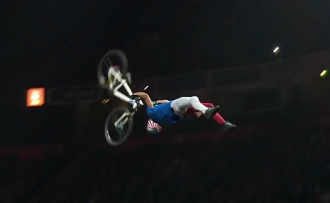 Video: 'Superman Double Backflip', probablemente la acrobacia más increíble (y difícil) sobre una bicicleta