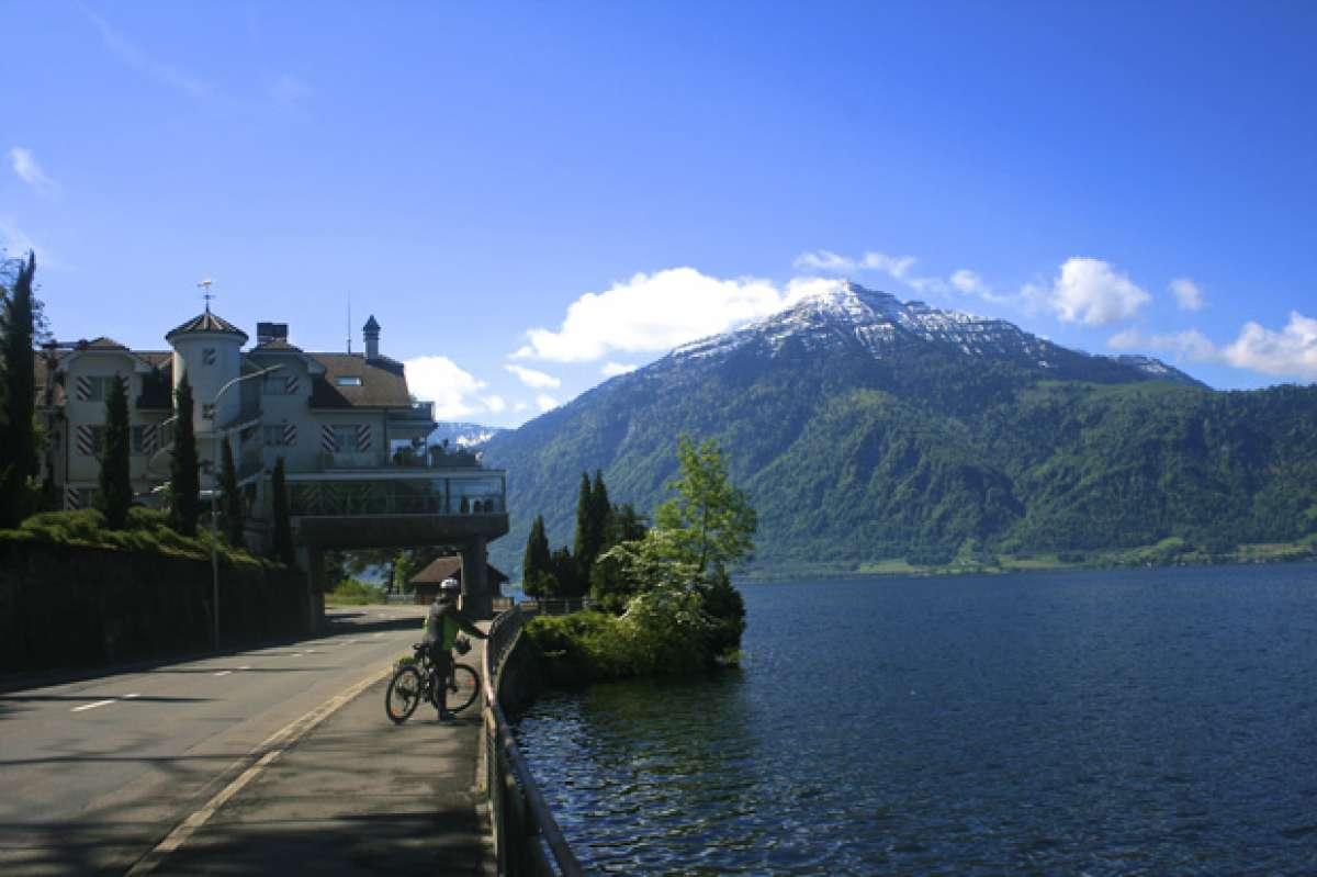 """La foto del día en TodoMountainBike: """"A orillas del lago de Zug (Suiza)"""""""