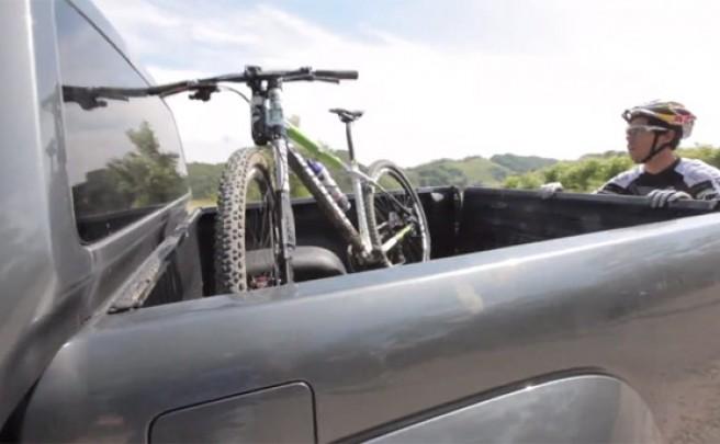 Video: Cómo cargar la bicicleta en el coche según Marco Aurelio Fontana