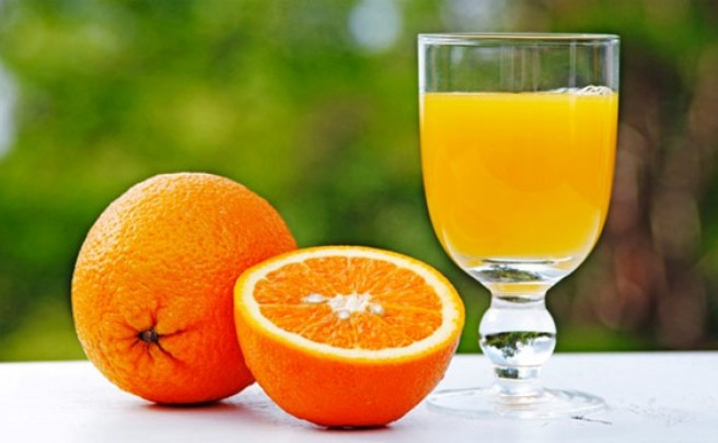 Nutrición: Cinco buenas razones para beber zumo de naranja natural