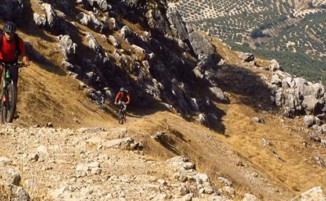 Video: Practicando Mountain Bike en la Sierra de Cazorla (Andalucía, España)