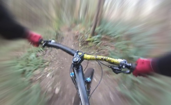 Video: Un ciclista intrépido, una cámara subjetiva y mucha, mucha, mucha velocidad