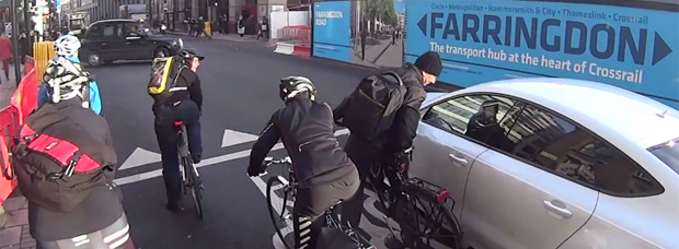 Video: Un conductor avispado, un ciclista mosqueado y un hostión en toda regla