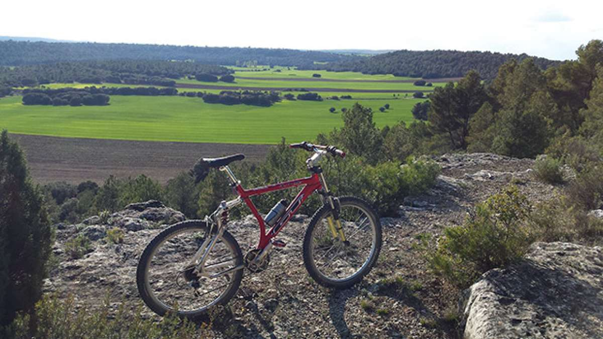 """La foto del día en TodoMountainBike: """"Vista de La Dehesilla en Almodóvar del Pinar (Cuenca)"""""""