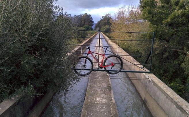 La foto del día en TodoMountainBike: 'Ruta por un Canal'