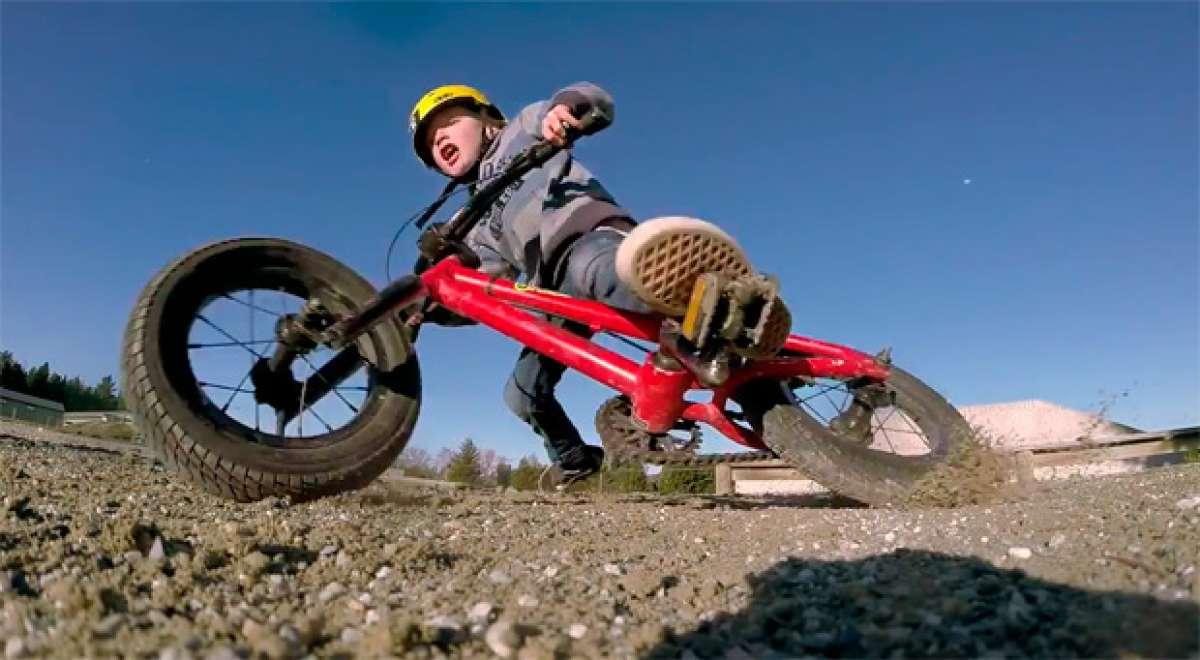 Dos hermanos de 5 años, dos bicicletas BMX y muchas cámaras GoPro. Diversión y ternura a partes iguales...