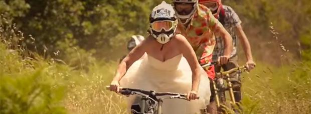 Una boda 'sobre pedales' en Biancavilla (Sicilia)
