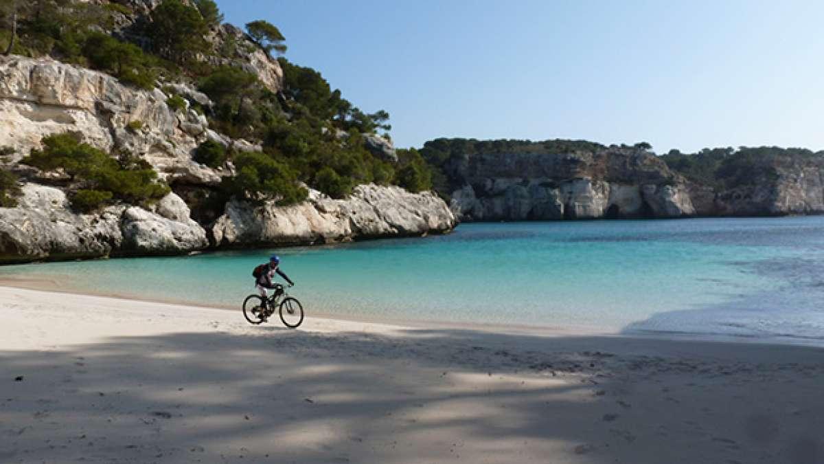 La foto del día en TodoMountainBike: 'Cala Macarelleta - Vuelta a Menorca en BTT'
