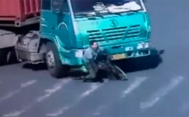 El terrible atropello de un ciclista chino o por qué nunca debemos rodar en el punto ciego de un vehículo