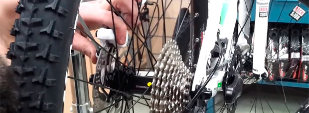 ¿Cómo ajustar la pinza de los frenos hidráulicos de disco de nuestra bicicleta de montaña?