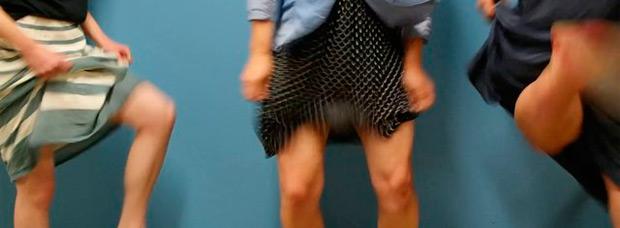 Para ciclistas urbanas: ¿Cómo montar (sin enseñar nada) en bicicleta llevando falda?