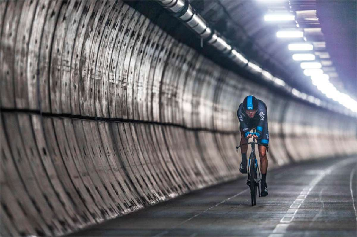 Chris Froome, la primera persona en cruzar el Eurotúnel en bicicleta