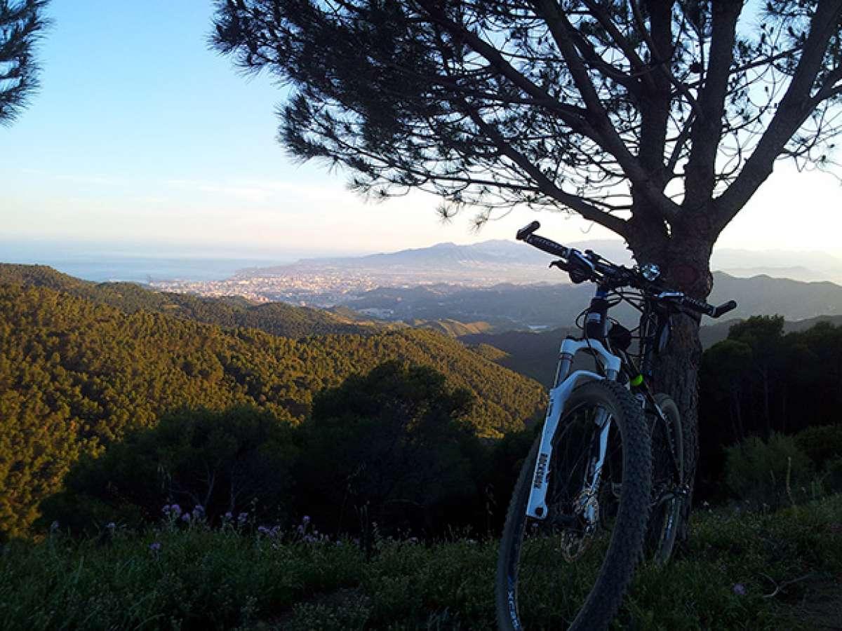 """La foto del día en TodoMountainBike: """"Vista de Málaga desde el mirador El Cochino"""""""