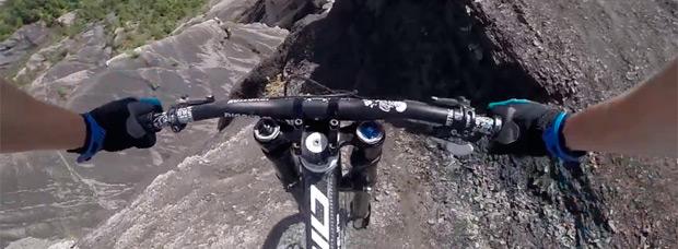 Brutal, impresionante y terrorífico descenso de Jaws Szczęki grabado con cámara subjetiva
