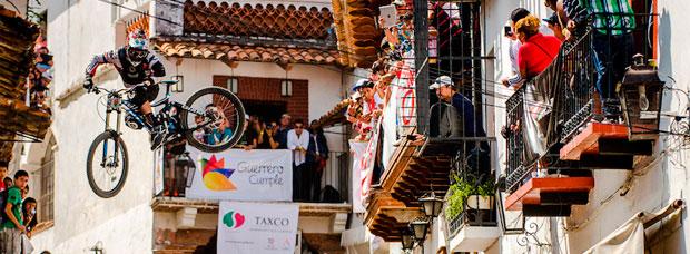 DH Taxco 2014: El vertiginoso descenso urbano por las calles de la ciudad mexicana de Taxco
